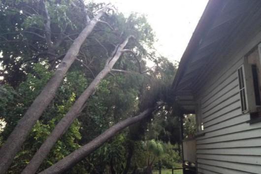 Brisbane, Australia - Prawie 70 tysięcy domów bez prądu z powodu potężnej nawałnicy 4