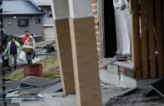Japonia - Silne trzęsienie ziemi, magnituda 6.8, uszkodzone domy w miejscowości Hakuba 3