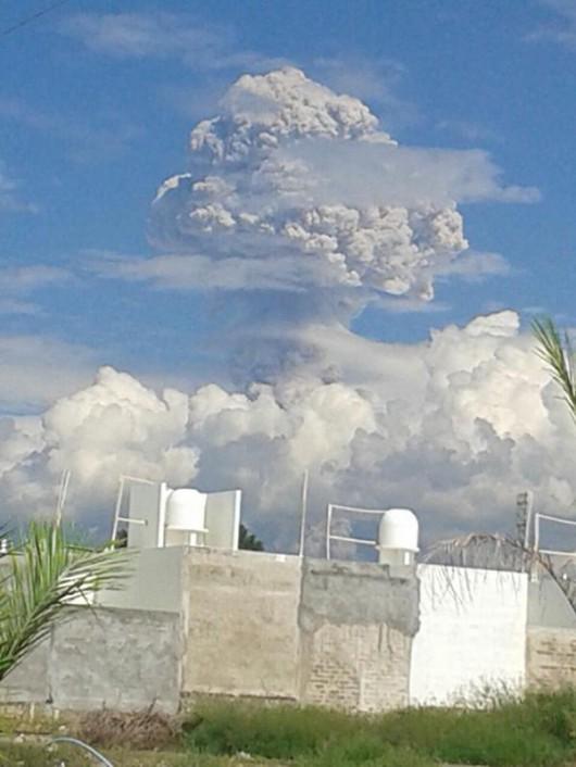 Meksyk - Nastąpiła erupcja wulkanu Colima 2