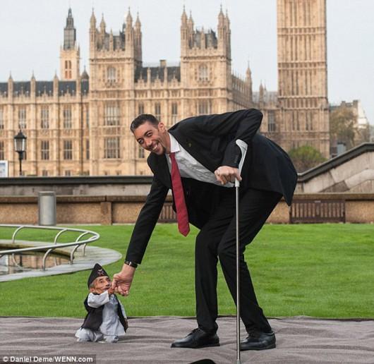 Największy i najmniejszy człowiek świata 5