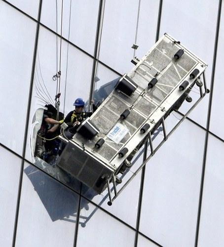 Nowy Jork, USA - Częściowo zerwała się winda na 69 piętrze