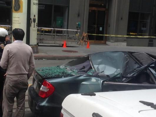 San Francisco, USA - Z jedenastego piętra spadł na samochód pracownik myjący okna 3
