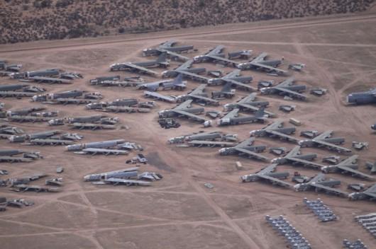 """Tyle zostało z bombowców strategicznych B-52, które trafiły na """"Cmentarzysko"""" na mocy układów rozbrojeniowych"""