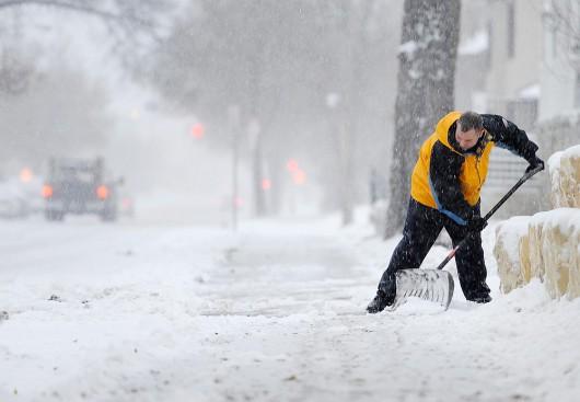 USA - Masy bardzo zimnego powietrza i śnieżyc docierają do 42 stanów
