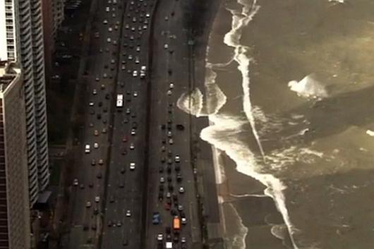 USA - Silny sztorm na jeziorze Michigan, fale przekraczały 6 metrów 2