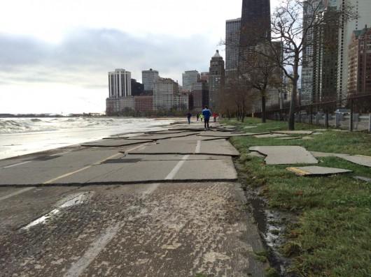 USA - Silny sztorm na jeziorze Michigan, fale przekraczały 6 metrów