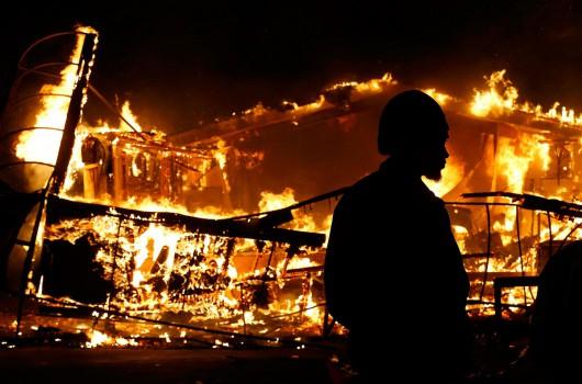 USA - Zamieszki w Ferguson opanowane przez policję i Gwardię Narodową 2
