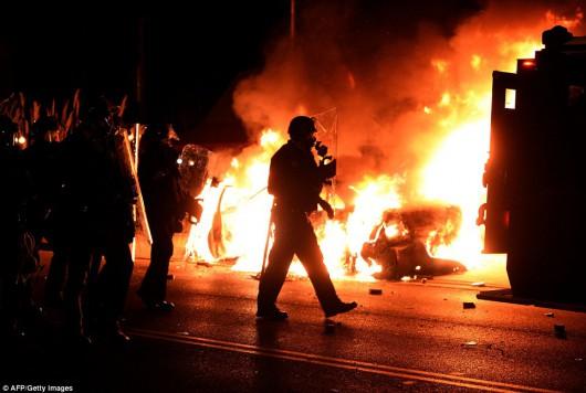 USA - Zamieszki w Ferguson opanowane przez policję i Gwardię Narodową 4