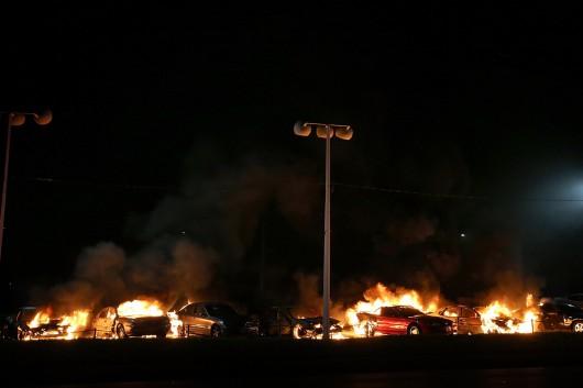 USA - Zamieszki w Ferguson opanowane przez policję i Gwardię Narodową 5
