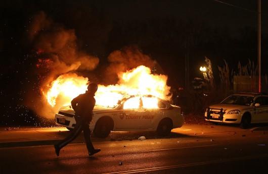 USA - Zamieszki w Ferguson opanowane przez policję i Gwardię Narodową 7