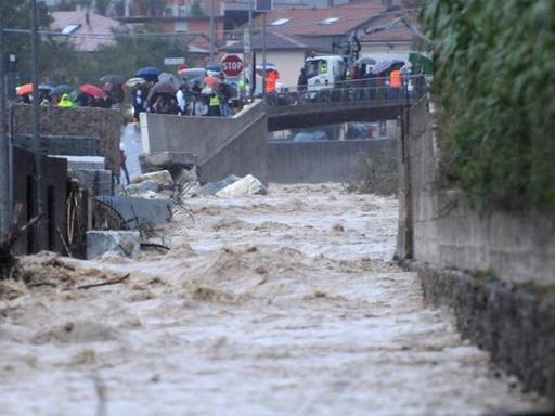 Włochy - Ulewny deszcz