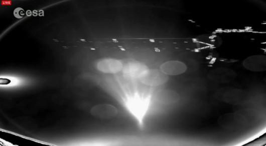 Widok z lądownika Philae w stronę sondy Rosetta /ESA /