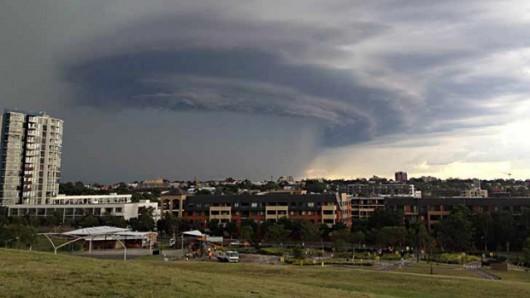 Australia - Dwie komórki burzowe przeszły nad Sydney