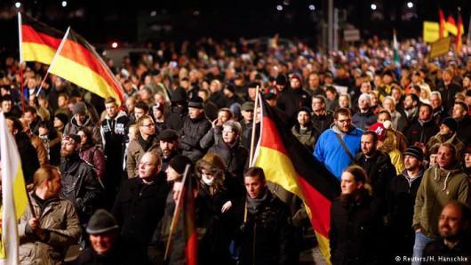 Drezno, Niemcy - 17 tysięcy Niemców demonstrowało na ulicach przeciwko islamizacji Zachodu