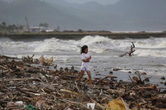 Filipiny - Tajfun Hagupit uderzył we wschodnie wybrzeże
