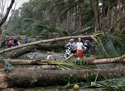 Filipiny - Tajfunu Hagupit zabił już 27 osób 2