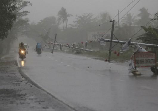 Filipiny - Tajfunu Hagupit zabił już 27 osób 4