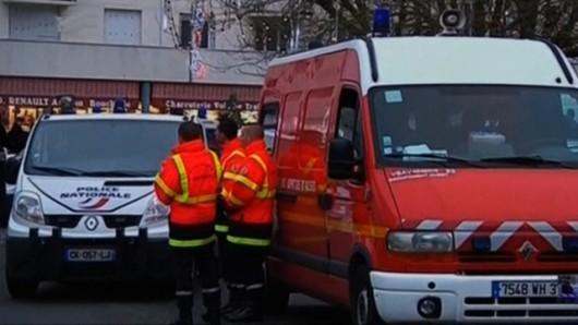 Francja - Mężczyzna z nożem wszedł na komisariat policji i został zastrzelony