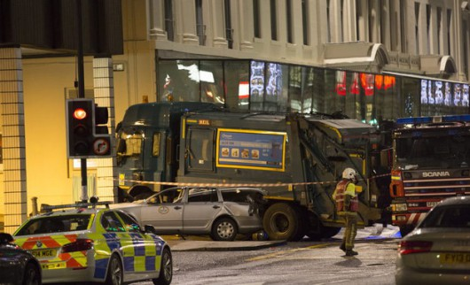 Glasgow, Szkocja - Wjechał śmieciarką w tłum ludzi, 6 osób zginęło