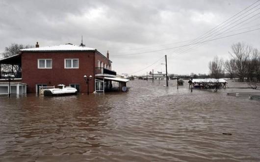 Grecja - Ulewne deszcze zabiły 4 osoby, ogłoszono alarm powodziowy