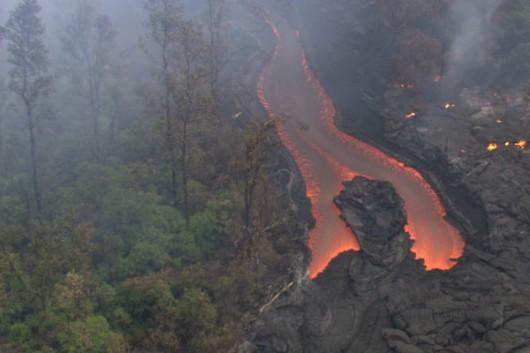 Hawaje, USA - Za kilkanaście dni lawa z wulkanu Kilauea będzie w centrum miasta Pahoa 2