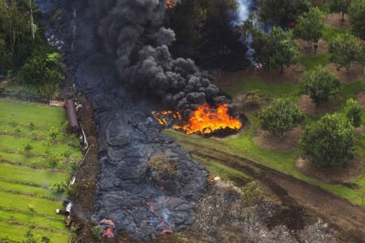 Hawaje, USA - Za kilkanaście dni lawa z wulkanu Kilauea będzie w centrum miasta Pahoa