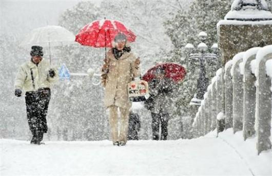 Japonia - W ciągu doby w spadł ponad metr śniegu 3