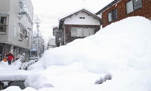 Japonia - W ciągu doby w spadł ponad metr śniegu 4