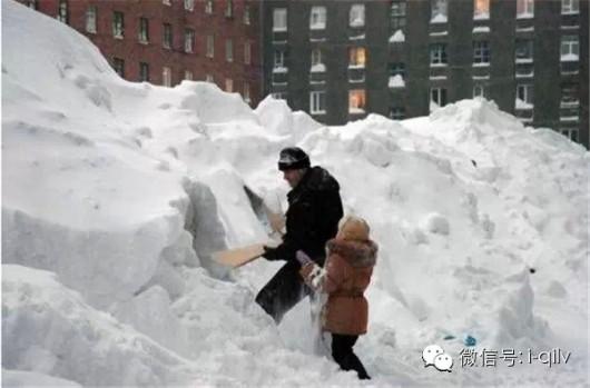 Japonia - W ciągu doby w spadł ponad metr śniegu 5