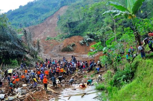 Jawa, Indonezja - Lawina błotna zabiła co najmniej 11 osób 2