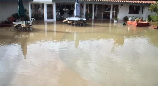 Kalifornia, USA - Po trzech latach suszy zaczęło mocno padać 4