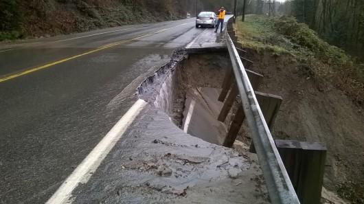 Kalifornia, USA - Po trzech latach suszy zaczęło mocno padać