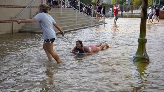 Kalifornia, USA - Zbliżają się ulewne deszcze i huraganowe wiatry 2