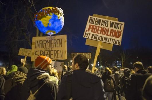 Niemcy wychodzą na ulice, chcą zwrócić uwagę na zagrożenie islamizacji Zachodu 3