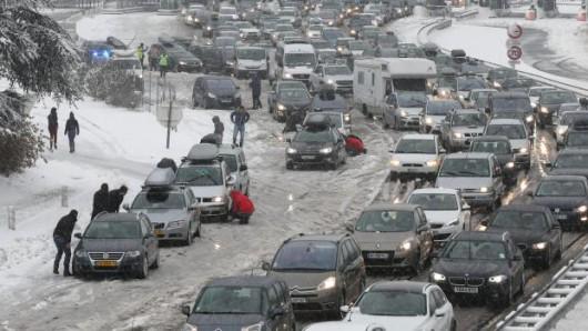Sabaudii, Francja - 15 tysięcy samochodów utknęło w Alpach 1