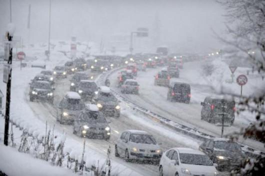Sabaudii, Francja - 15 tysięcy samochodów utknęło w Alpach 4