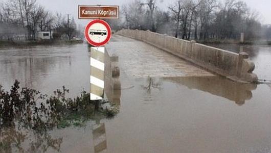 Swilengrad, Bułgaria - Poziom wody w rzece Marica podniósł się o 5 metrów i nadal rośnie 1