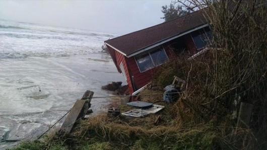 USA - Ulewne deszcze i sztorm, ewakuowano tysiące Kalifornijczyków 3
