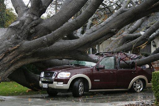 USA - Ulewne deszcze i sztorm, ewakuowano tysiące Kalifornijczyków 5