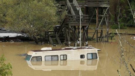 USA - Ulewne deszcze i sztorm, ewakuowano tysiące Kalifornijczyków 6