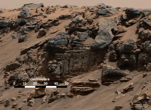 Warstwy skalne sfotografowane przez kamerę Mastcam 7 sierpnia 2014 roku /NASA/JPL-Caltech/MSSS /