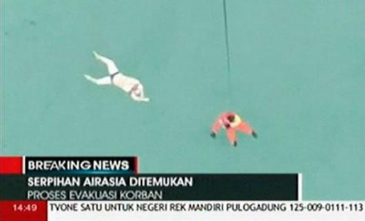 Z Morza Jawajskiego wyłowiono pierwsze ciała ofiar i fragmenty samolotu AirAsia