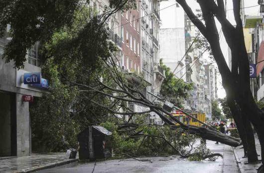 Argentyna - Bardzo silna i krótka nawałnica przeszła przez miasto Resistencia 3
