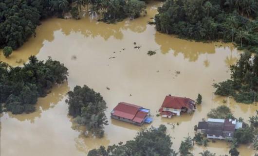 Boliwia - Intensywne opady deszczu spowodowały powódź i osuwiska ziemi