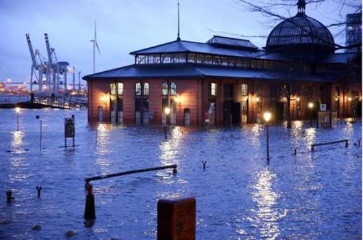 Hamburg, Niemcy - powódź