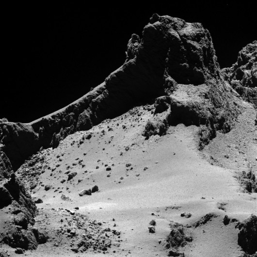 Jądro komety 67P z odległości 8 kilometrów /ESA/Rosetta/MPS for OSIRIS Team MPS/UPD/LAM/IAA/SSO/INTA/UPM/DASP/IDA /