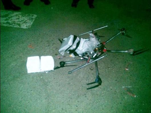 Tijuana, Meksyk - Na parking przed marketem w pobliżu granicy z USA spadł dron z trzema kilogramami narkotyków
