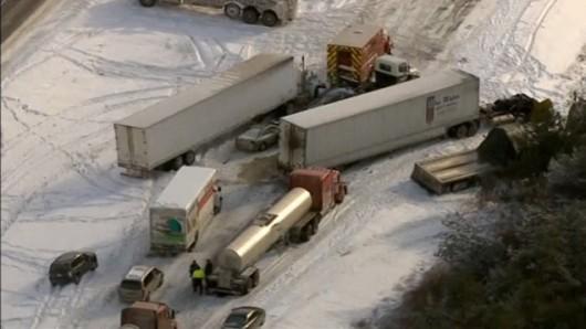 USA - 120 samochodów zderzyło się na jednej z autostrad 2