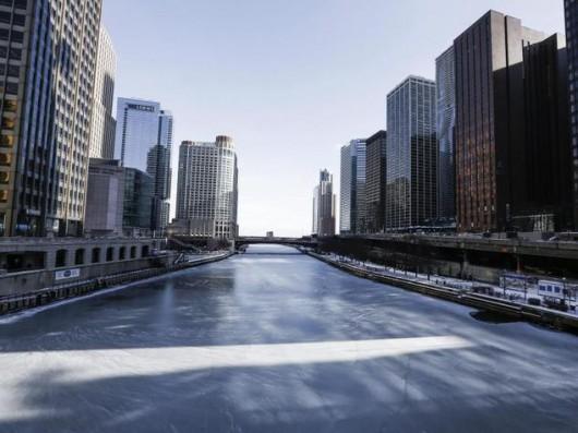 USA - Ekstremalnie niskie temperatury sparaliżowały Chicago