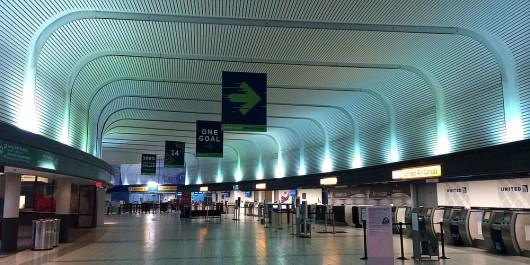 USA - Na lotnisku w stanie Ohio mężczyzna z nożem rzucił się na policjantów 2
